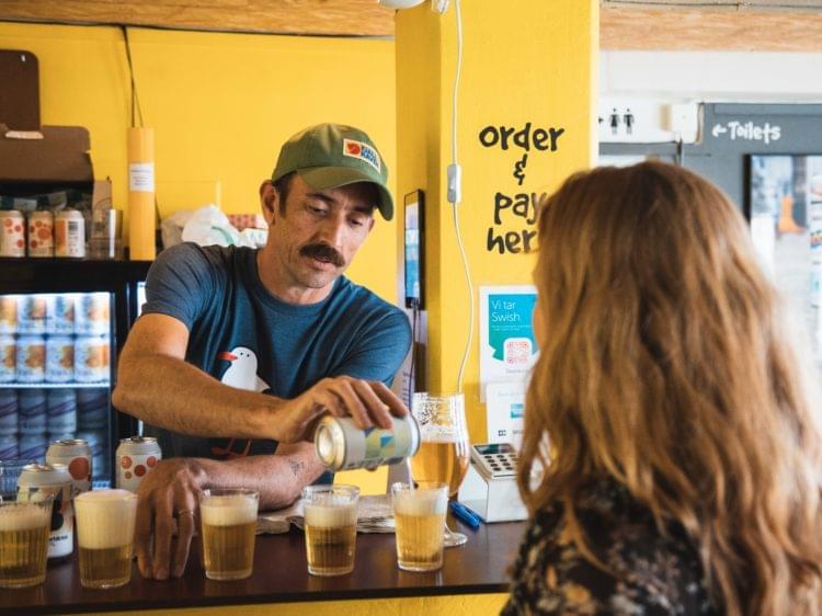 Bartender på Beerbliotekets tap room