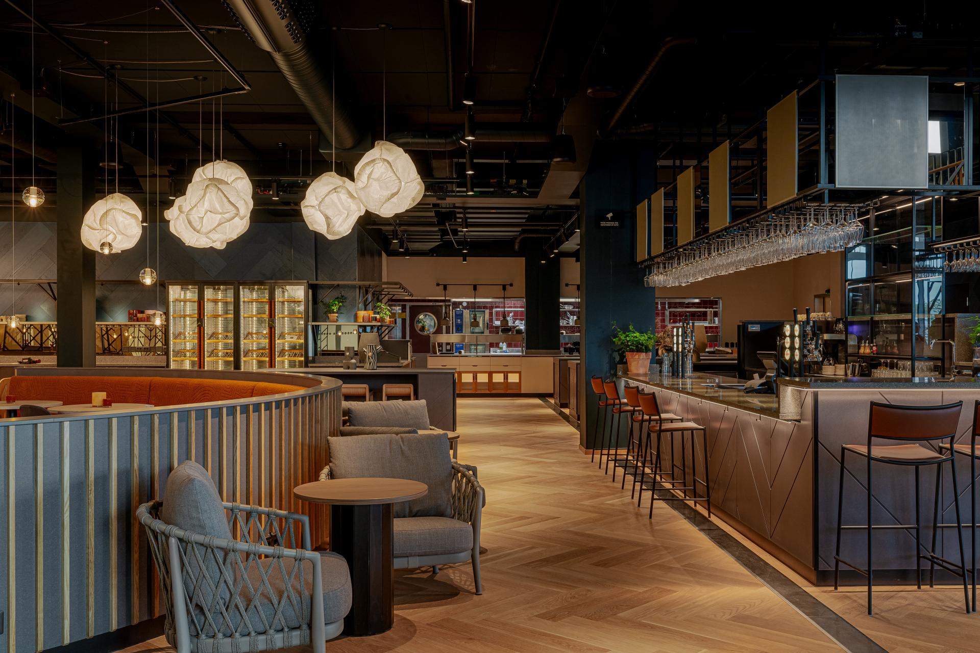 Scandic Landvetter, bar och restaurang med open-kitchen.