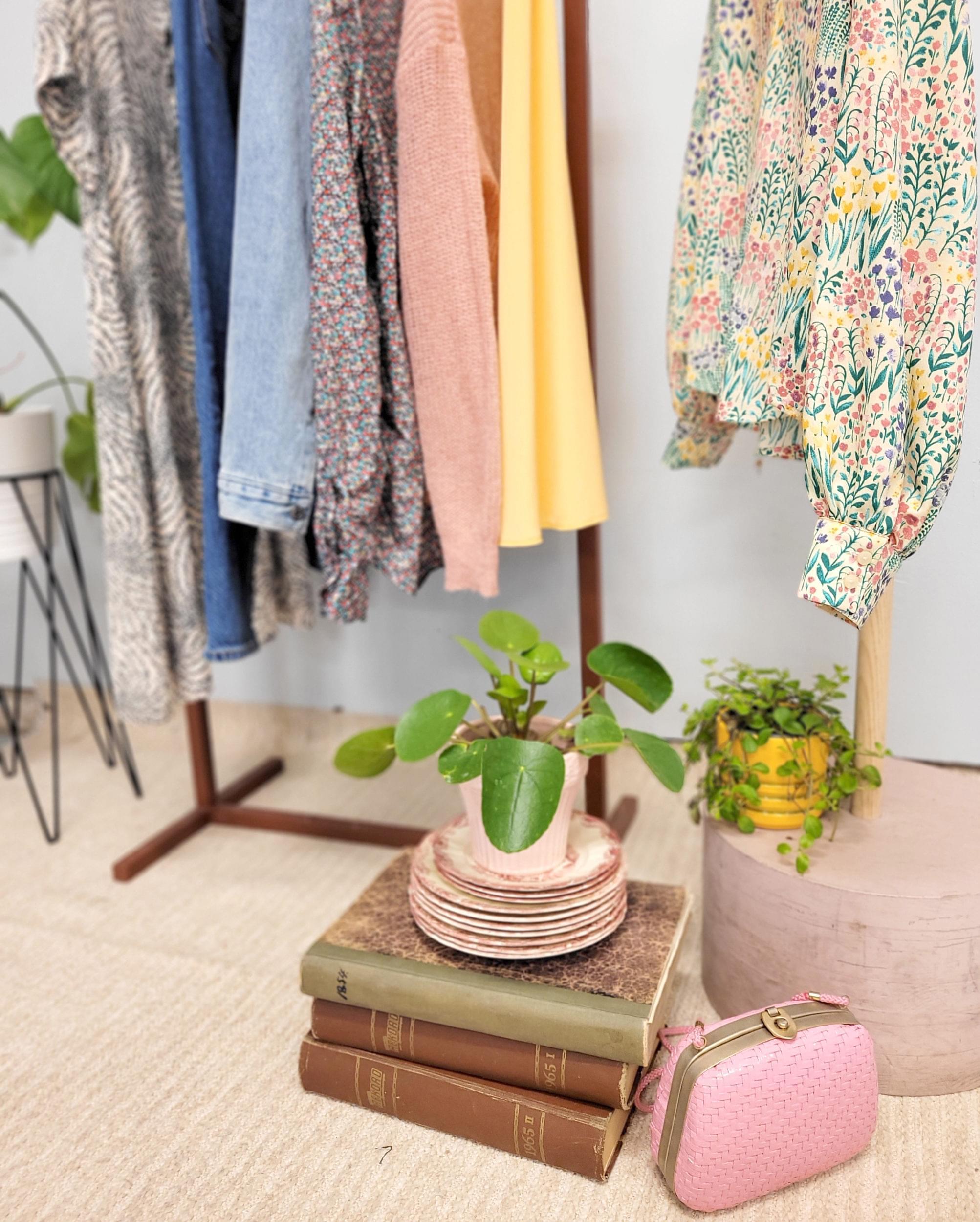 Bild på kläder, accessoarer, böcker